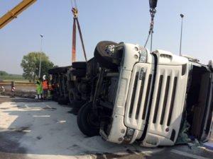 Sversamento incidentale cisterna autostrada