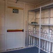 scaffalatura perimetrale e impianto di climatizzazione