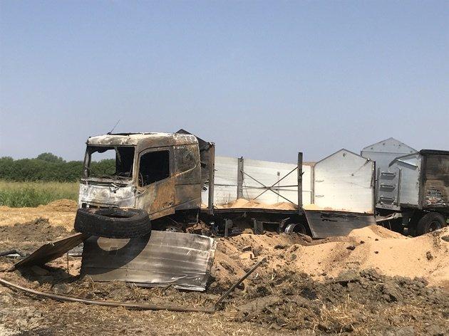 intervento antinquinamento camion grano in fiamme 05