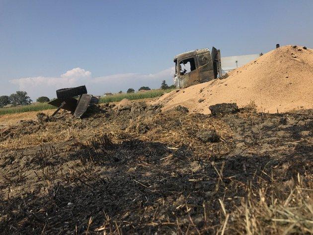 intervento antinquinamento camion grano in fiamme 04
