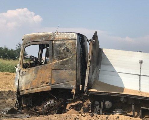 intervento antinquinamento camion grano in fiamme 03