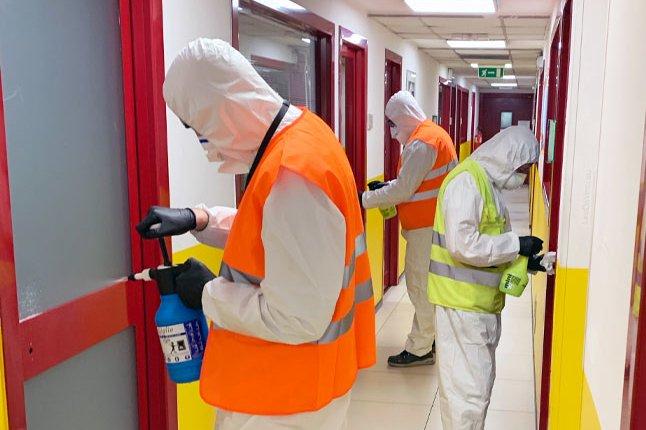 Tecnici sanificazione interna aziendale con ozono