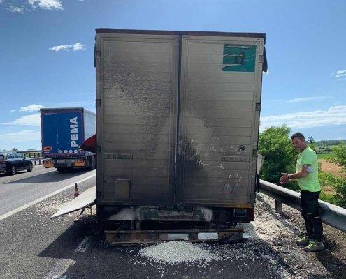 bonifica incidente stradale camion cipolle retro