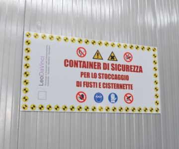 deposito container etichettatura di sicurezza